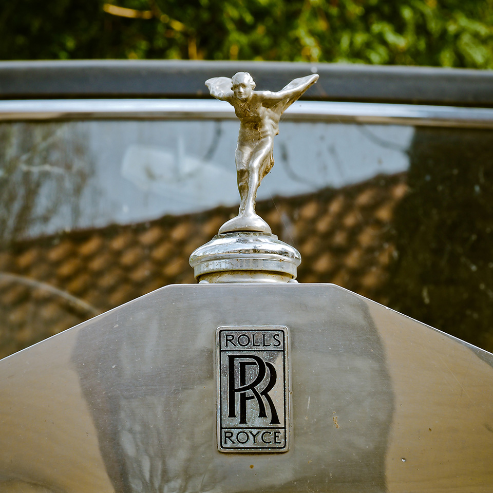 Much like the elite status that comes from owning an uber-premium car, such as Rolls Royce, a premium watch can redefine your image instantly to that of the social elite